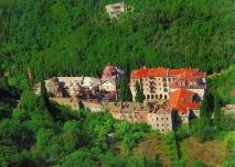Монастырь Зограф Монастырь Зограф расположен на северо-западном лесистом склоне Святой Горы.
