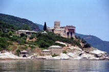 Святой монастырь Ставроникита <p>Ставроникитский монастырь располагается на северо-восточной стороне Святой Горы Афон, на скале возле берега моря.</p>