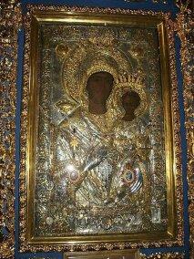 Чудотворная икона Богородицы Одигитрия (Путеводительница) Икона находится в Соборном храме, в киоте слева от иконостаса. Первоначально эта икона находилась в Ватопедском монастыре, а в 1730 году икона сама чудесным образом перенеслась в собор монастыря Ксенофонт. Монахи Ватопедского монастыря пришли за иконой, чтобы ее вернуть. Однако, на следующий день икона снова вернулась в монастырь Ксенофонт. После этого чуда монахи Ватопедского монастыря оставили икону в монастыре Ксенофонт.