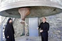 Колокол храма Колокол храма святого Пантелеймона считается самым большим на Балканах.<br />Владимир Путин на Святой Горе.