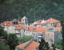 Святой монастырь Констамонит <p>Располагается в середине полуострава Святой Горы в каштановом лесу, в одной из самых зеленных живописных местностей Афона .</p>