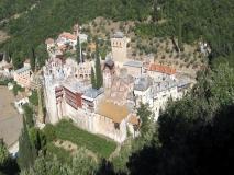 Монастырь Хиландар Хиландар, расположенный  на северной стороне горы Афон, является духовным центром сербского народа  и предметом его  гордости в течение девяти веков.